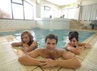 В бассейне школы