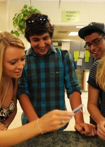 Nuestro método de enseñanza fomenta la participación en clase y la motivación del alumno.