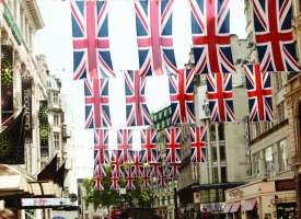 Course English in London North in family or in residence (13 to 17 years old) . Junior Independent