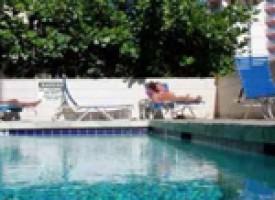 Residencia Waikiki piscina